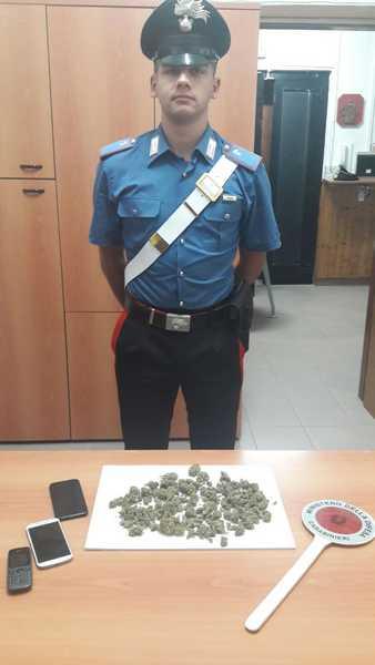 Gira con la marijuana in tasca: 17enne scoperto dai Carabinieri