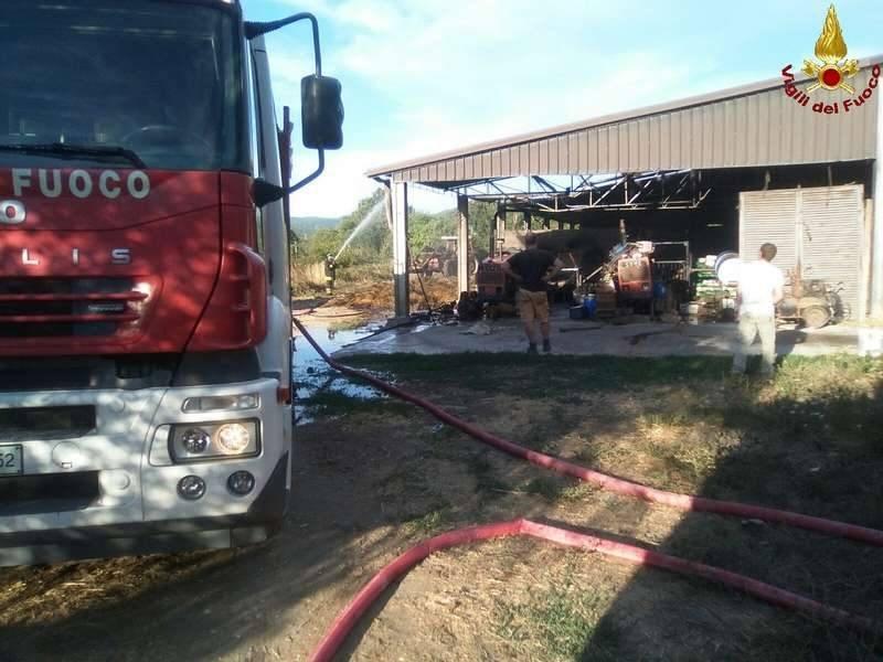Incendio a Ghirlanda: brucia capannone degli attrezzi