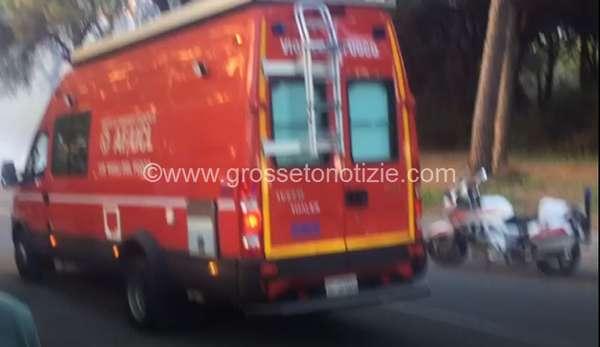 Incendio a Marina di Grosseto: fiamme in via dei Platani