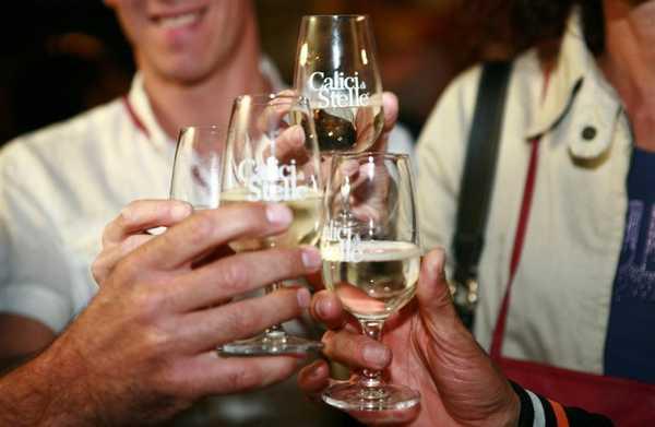 Musica, degustazioni di vino e buon cibo: torna Calici di Stelle a Pitigliano