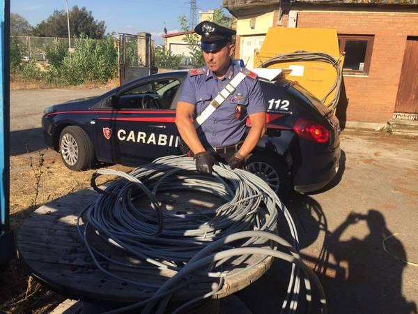 Ruba 60 metri di cavi di rame da un deposito Enel: sorpreso dai Carabinieri e arrestato