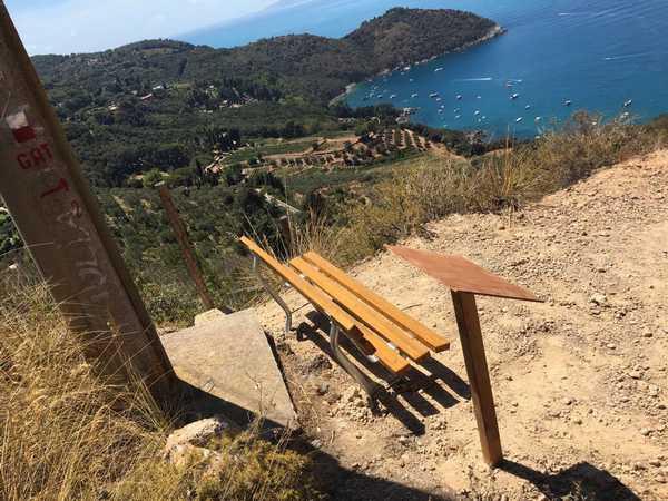 Photo of Sette nuove panchine lungo i percorsi di trekking: sono state donate dal Comune al Gat