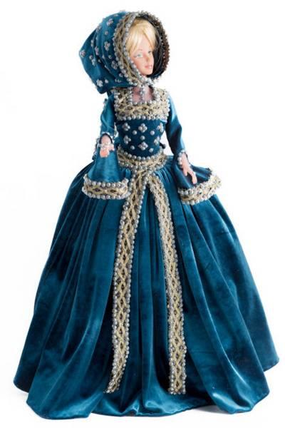 Collezione Di Vestiti Storici In Miniatura Di Violetta Khruptilina