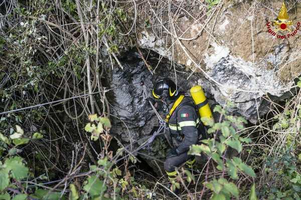 Photo of Salvataggio di persone cadute in un pozzo: esercitazione dei Vigili del Fuoco