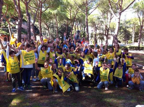 """Photo of Torna """"Puliamo il mondo"""": 150 bambini ripuliscono i cortili delle scuole"""