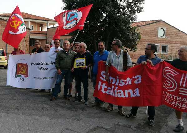"""Falusi, la sinistra manifesta davanti alla sede: """"No alla privatizzazione"""""""