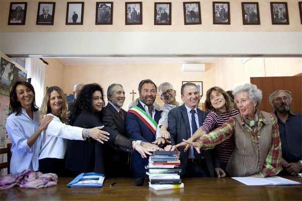 Capalbio stringe un patto per la lettura: cerimonia ufficiale in Comune