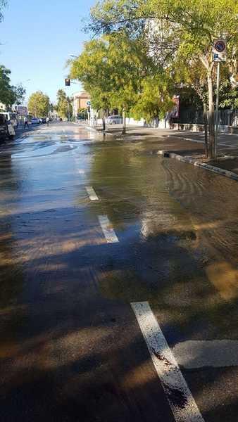 Photo of Perdita d'acqua in viale Sonnino: strada chiusa e possibili disagi nell'erogazione