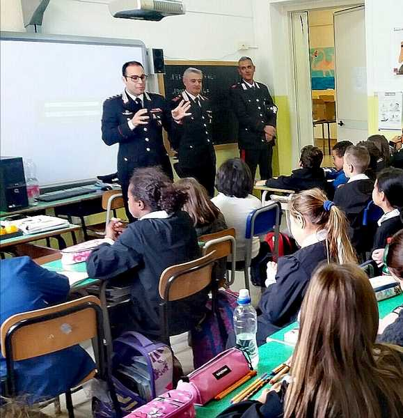 Photo of Educazione alla legalità: i Carabinieri incontrano gli alunni delle elementari