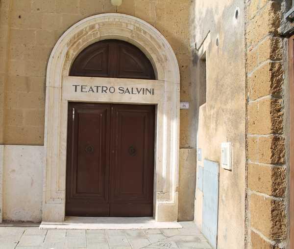 """""""Scoop"""": la comicità di Katia Beni e Anna Meacci in scena al Teatro Salvini"""
