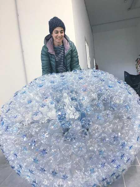 """""""RicicliAMO il Natale"""": inaugurazione dell'albero fatto con bottiglie di plastica"""
