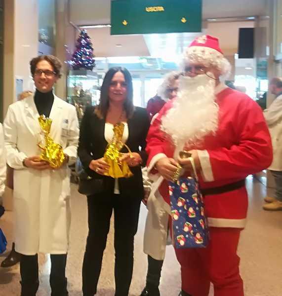 Auguri di Natale a ricoverati e personale sanitario: i direttori degli ospedali in visita alle strutture maremmane
