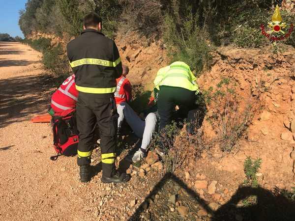 Ciclista colpito da malore: soccorso dai Vigili del Fuoco e trasportato in ospedale