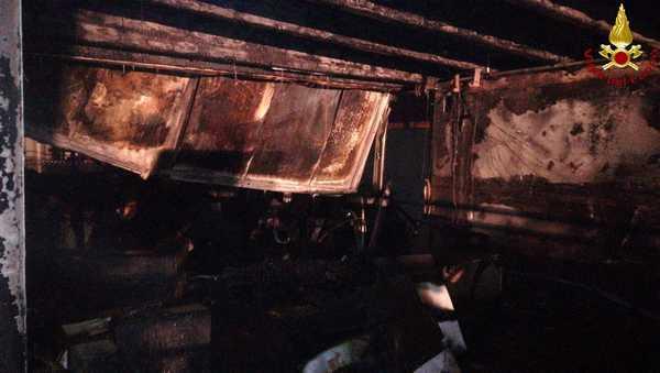 Photo of Incendio all'Angels Cafè: locale distrutto dalle fiamme – FOTO