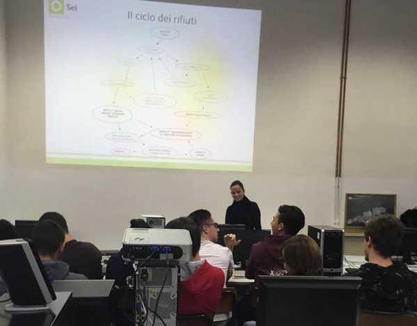 Educazione ambientale: gli studenti delle superiori a lezione da Sei Toscana