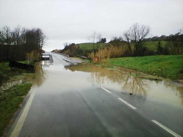 Photo of Nubifragio su Manciano: strada allagata, traffico rallentato per un'ora