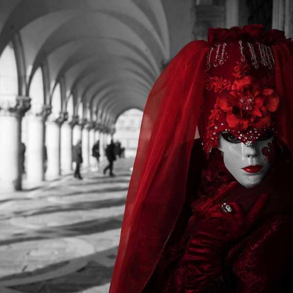 """""""Rosso"""": mostra collettiva alla Galleria Spaziografico"""