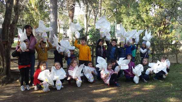 Pasqua di solidarietà: con la caccia all'uovo i bambini raccolgono fondi per la ricerca