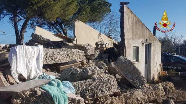 Grosseto, crolla un'abitazione: un uomo in salvo
