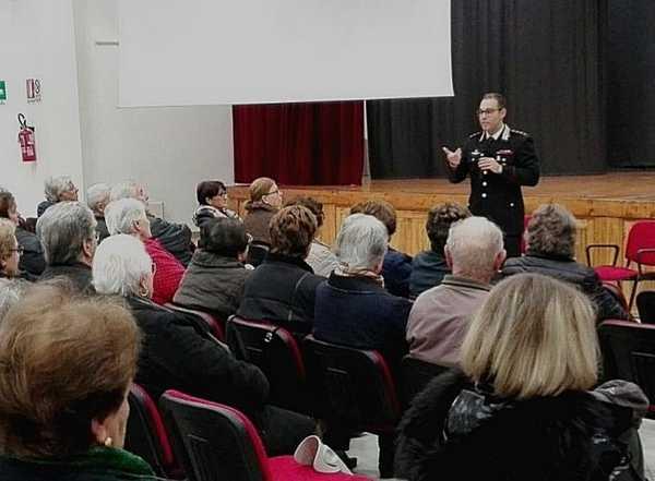 Truffe e furti agli anziani: incontro pubblico dei Carabinieri per informare i cittadini
