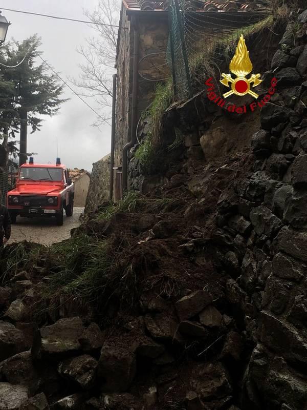 Photo of Crolla muro di contenimento a Montelaterone