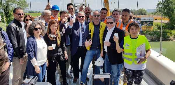 """Il ponte sull'Ombrone è realtà, congiunte le due sponde: """"Momento storico che rilancerà il turismo"""""""