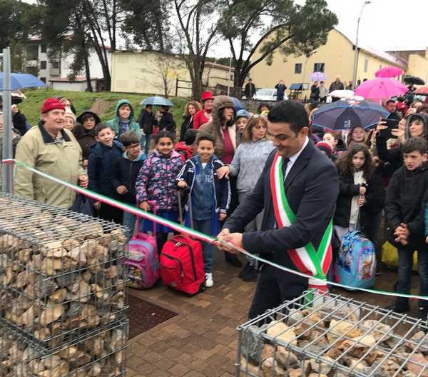 Ribolla, inaugurata la scuola prefabbricata: festa con il sindaco e gli studenti