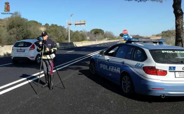 Controlli della Stradale contro i furbetti dell'assicurazione: sequestrati sette veicoli