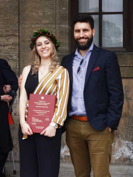 Eleonora si laurea in ingegneria gestionale: i complimenti di parenti e amici