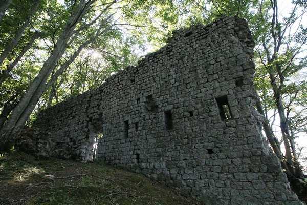 Alla scoperta del castello di Sassoforte: visita guidata del Fai