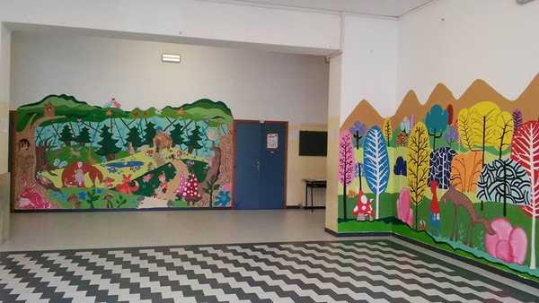 Dipingere l'infanzia: i personaggi delle fiabe rivivono sulle pareti della scuola