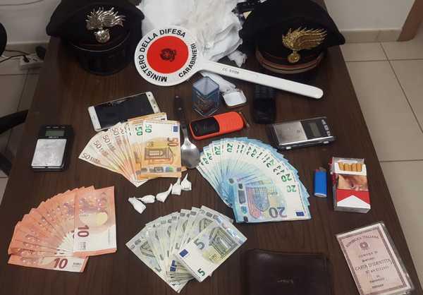 Operazione antidroga dei Carabinieri: arrestato un uomo, denunciate due persone