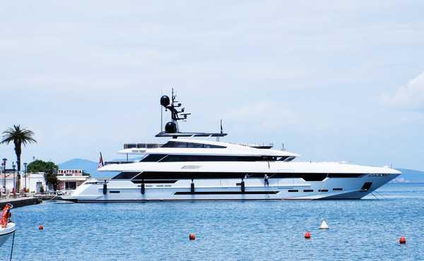 """Tre """"Oceanine"""" e il mega yacht di 49 metri Polaris I attraccano alla Pilarella"""