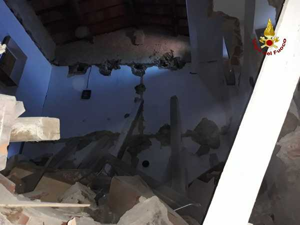 Photo of Crolla un edificio disabitato: intervento dei Vigili del Fuoco