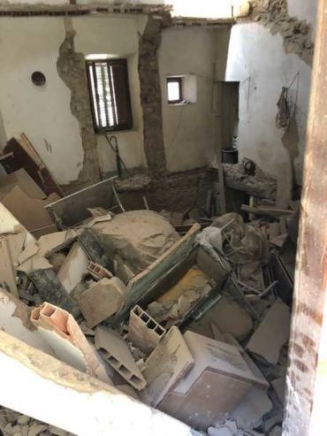 Maltempo, la pioggia fa crollare una casa: evacuate sei famiglie