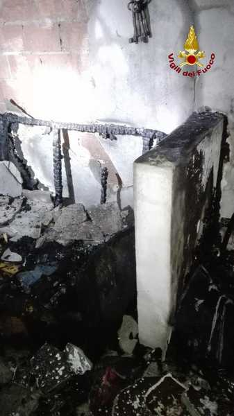 Incendio in un appartamento: intossicate madre e figlia