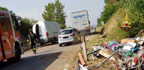 Incidente stradale: furgone si ribalta sull'Aurelia