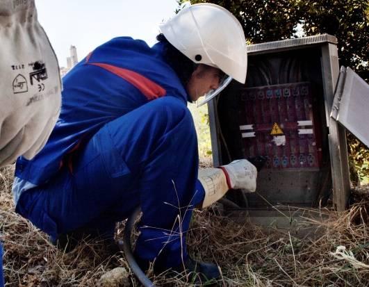 Photo of Lavori dell'Enel ad impianti danneggiati da fulmini: ecco le vie in cui sarà tolta la corrente