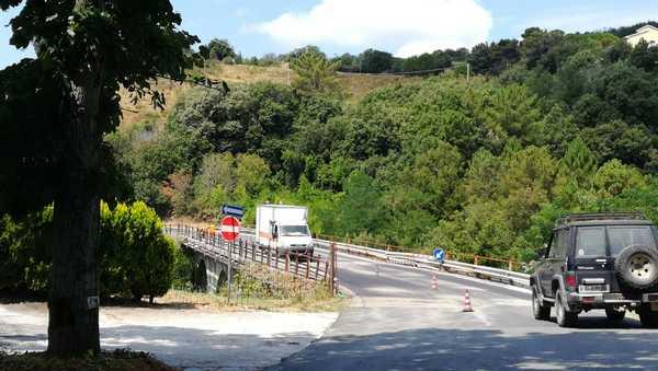 """Ponte sulle Allumiere, al via la messa in sicurezza: """"I lavori sarebbero spettati alla Provincia"""""""