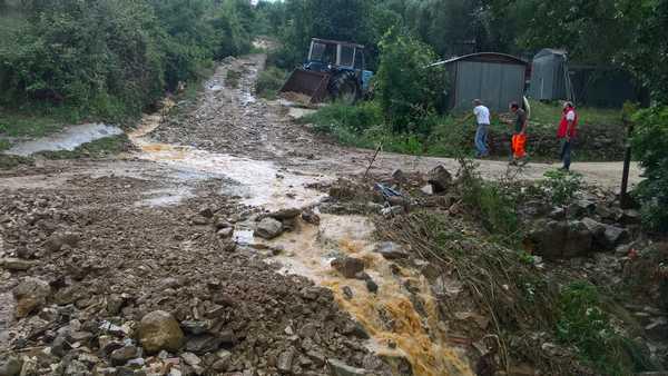 Photo of Nubifragio a Manciano, caduti 56 millimetri di pioggia: superlavoro per Protezione civile e Comune