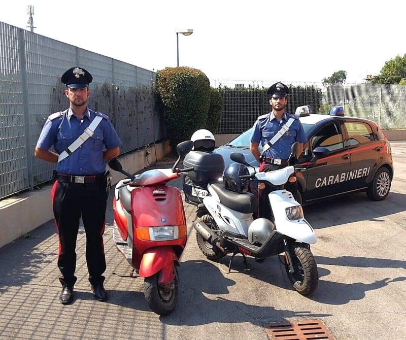 Sorpresi dai Carabinieri mentre nascondono scooter rubati: due minorenni nei guai