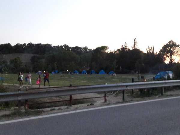Cascate di Saturnia, blitz all'alba delle forze dell'ordine: sequestrate tende, multate auto