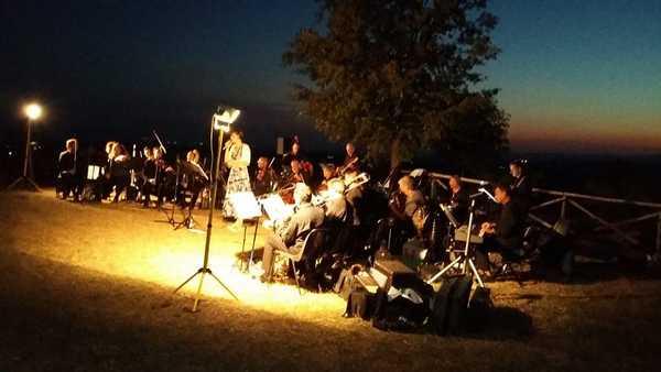 Scansano, successo di pubblico a Ghiaccio Forte per il concerto al tramonto