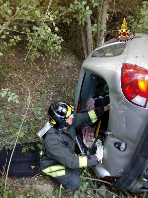 Incidente a Piand D'Alma: auto finisce nella scarpata