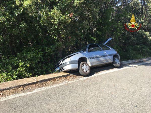 Photo of Auto esce di strada nei pressi del convento: tre persone ferite