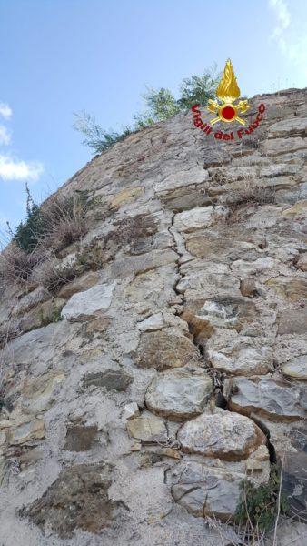 Photo of Mura pericolanti, chiusa la zona a rischio crollo: evacuate alcune famiglie