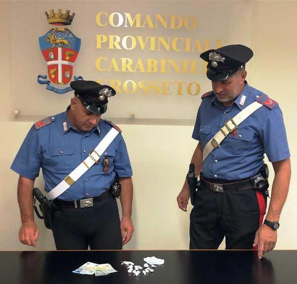 Spaccia cocaina in un parco pubblico: scoperto dai Carabinieri e denunciato