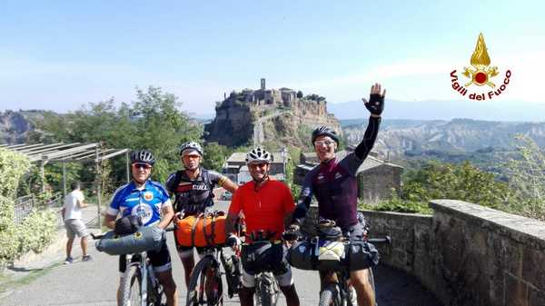 """""""Italy Coast to Coast"""": 600 chilometri in bici dalla Maremma all'Abruzzo. Ecco l'impresa di quattro Vigili del Fuoco"""