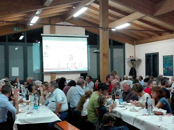 """Successo per la """"Cena di solidarietà"""": raccolti 1400 euro per i compaesani in difficoltà"""