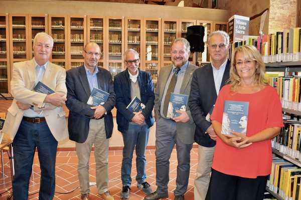 Photo of Massa Marittima: presentato il libro sui 150 anni della biblioteca comunale